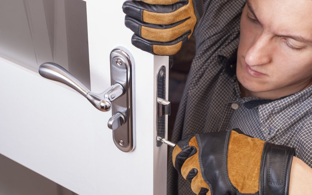 10 Common Mistakes to Avoid When Hiring a Locksmith